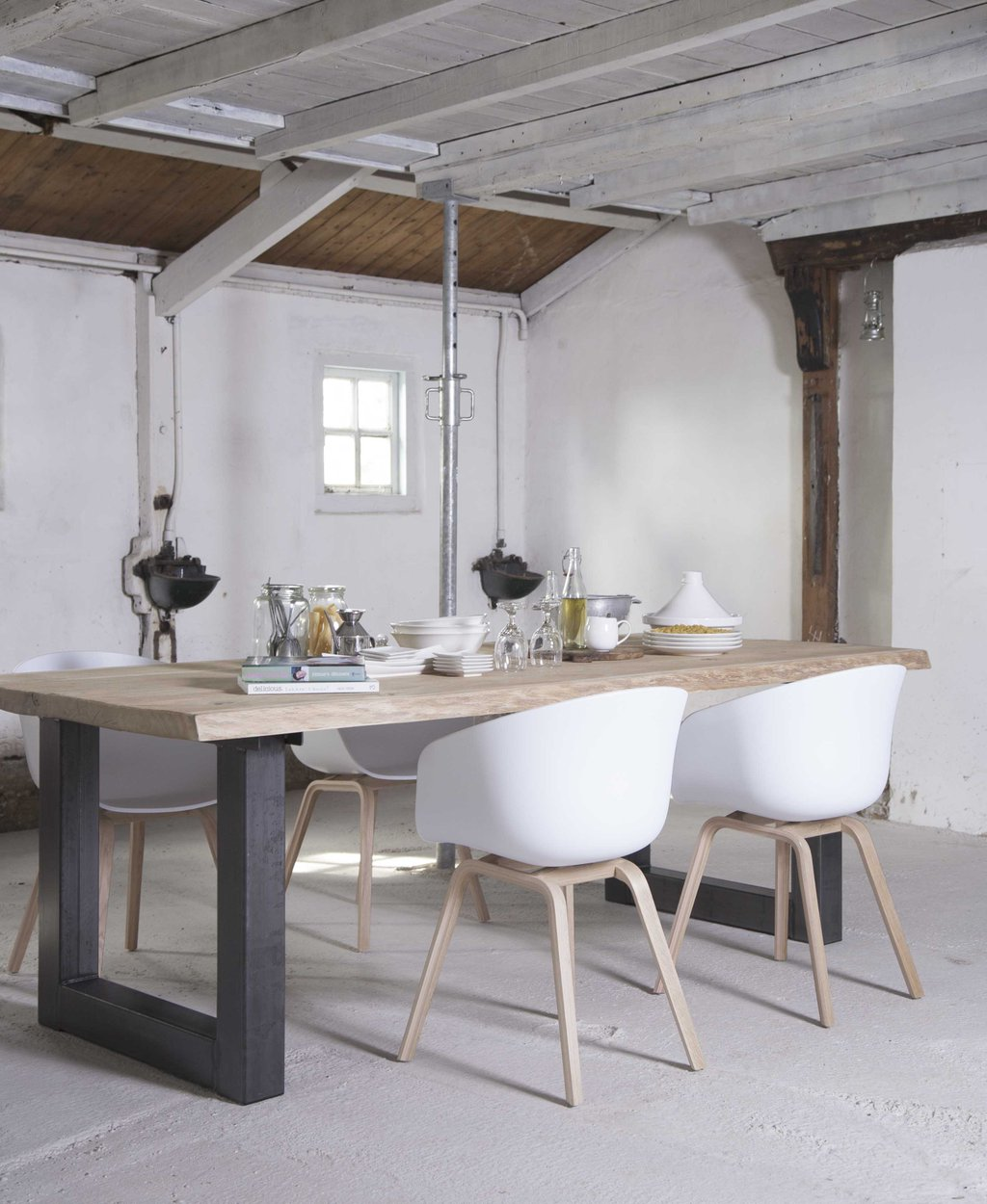 House of MayFlower tafel en stoelen - fotografie Anoeska BaxterWarman