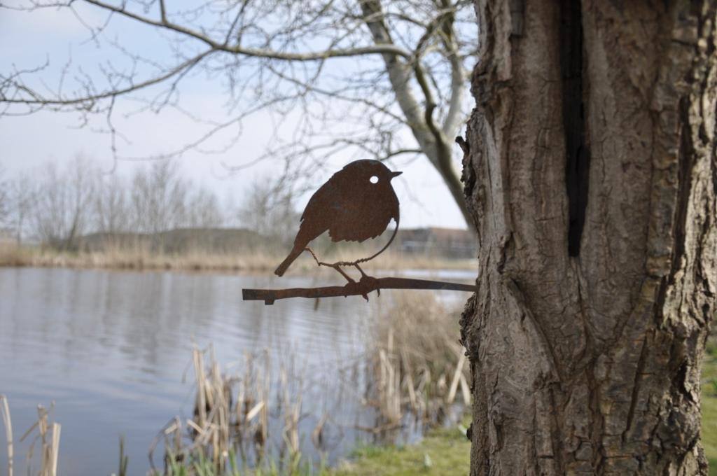 Metalbird: kunstige metalen vogel voor in de #tuin