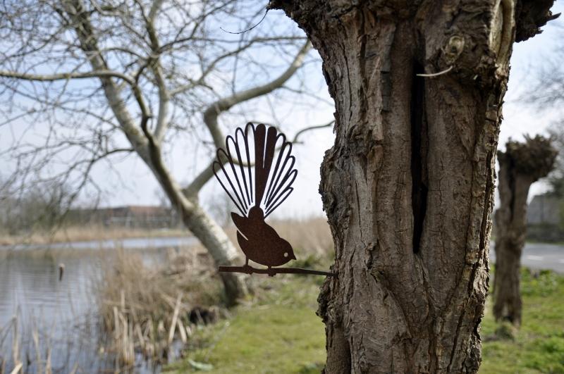 Metalbird - metalen vogel om de tuin te versieren