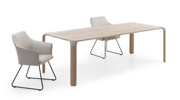 Leolux Aurelio, tafel van Europees eiken