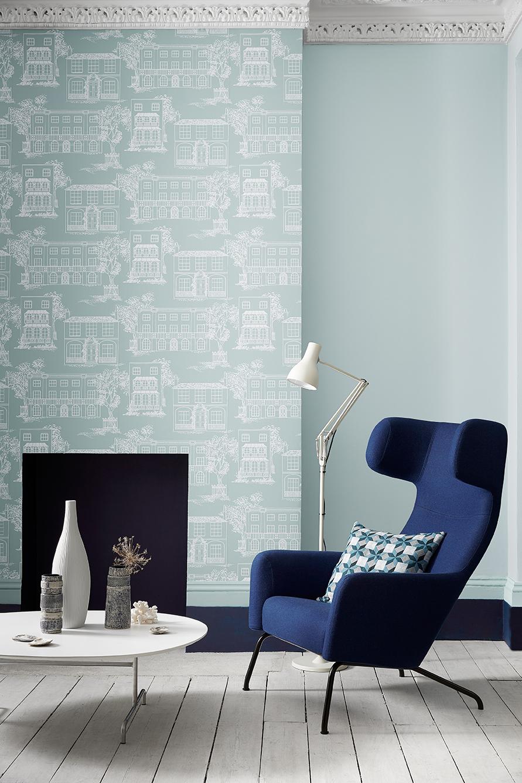 Interieur met blauw behang huisjes Little Greene