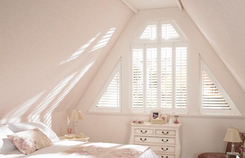 Slaapkamer met shutters. Zolderkamer #zolder #shutters #slaapkamer #inspiratie #luxaflex