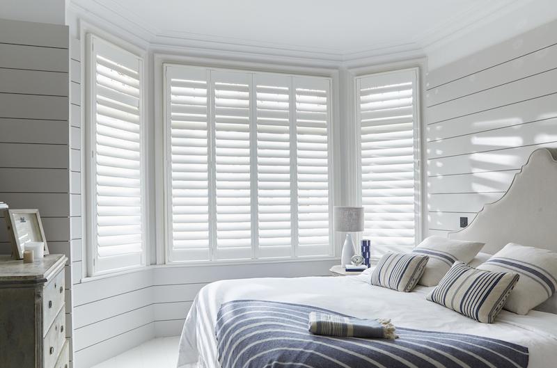 Shutters in de slaapkamer #slaapkamer #shutters #inspiratie #raambekleding #luxaflex