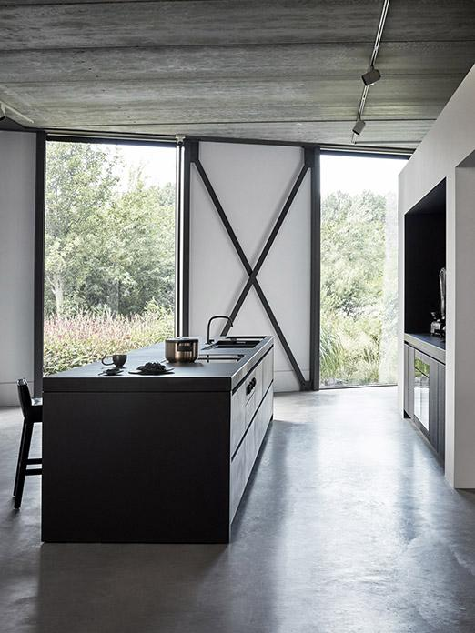 Zwarte keuken MASS van Piet Boon #keuken #keukendesign #keukeninspiratie #studiopietboon