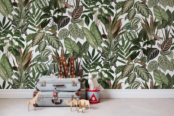 Behang met jungle print van Rebel Walls #behang #jungle #groen #planten #interieur #rebelwalls