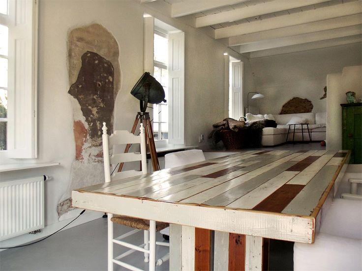 Eettafels van oud hout met een eigentijds design wonen - Eigentijdse keuken tafel ...