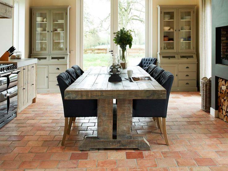 Houten tafel van oud hout op maat gemaakt via RestyleXL #tafel #eettafel #landelijk #interieur #keuken