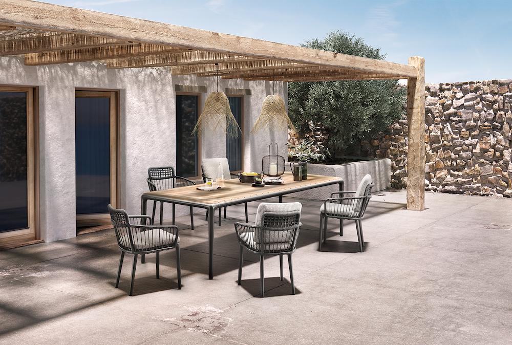 Rolf Benz YOKO outdoor collectie. Tuintafel met stoelen #tuinmeubels #rolfbenz #tuintafel #design #terras #tuin #tuinidee #tuininspiratie