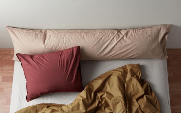 Slaapkamerinspiratie. Bedmate kussen van Suite702 #slaapkamer #bed #suite702