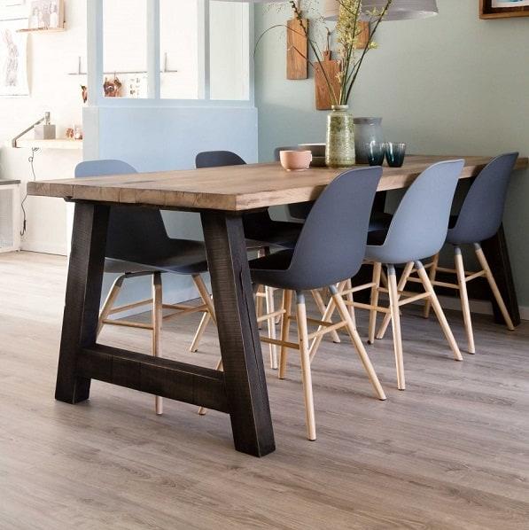 Op maat gemaakte eiken houten tafel met onderstel. Woodindustries #woodindustries #tafel #houtentafel