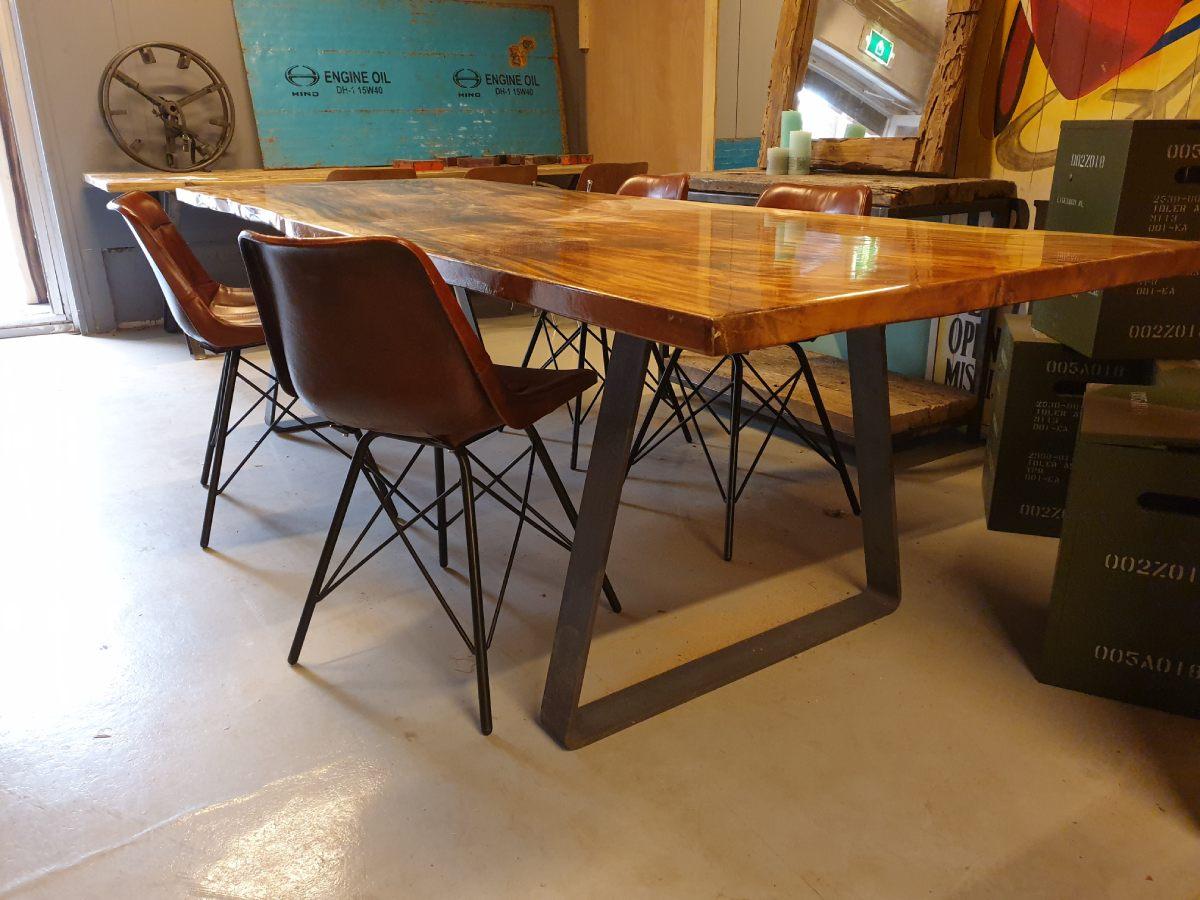 Woodindustries op maat gemaakte houten tafel epoxy #tafel #houtentafel #woodindustries