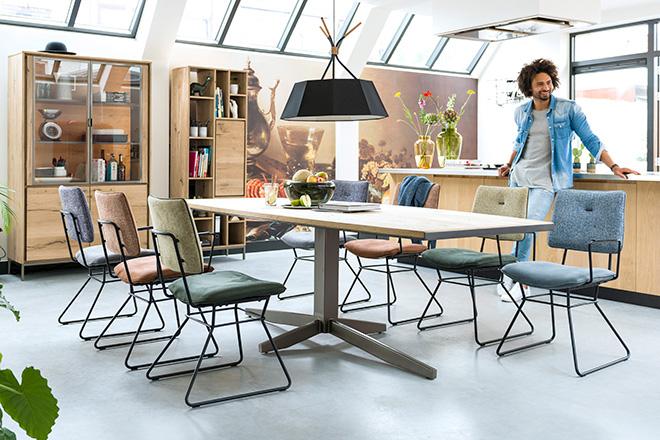 Xooon houten eettafel en eetkamer stoelen. Vraag het gratis lookbook aan ter inspiratie #xooon #interieur #meubels #eettafel #eetkamer #stoelen