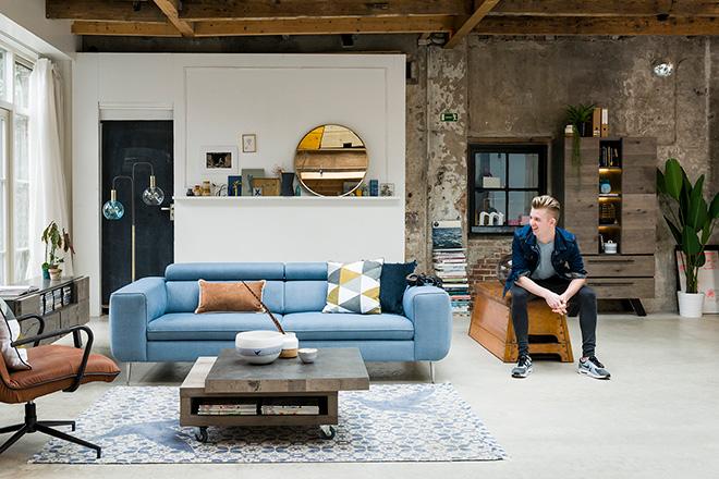 Xooon meubels voor de woonkamer. Vraag het gratis lookbook aan ter inspiratie #interieurinspiratie #meubels #woonkamer #xooon #zitbank #salontafel #fauteuil