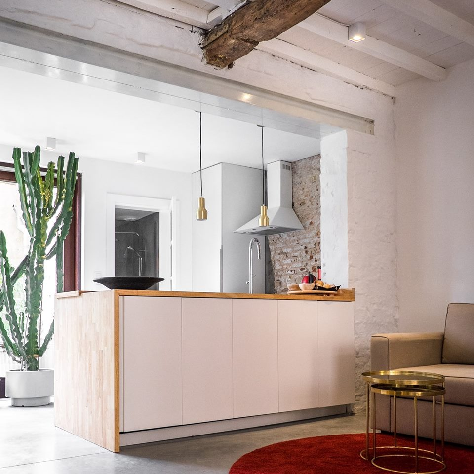 Interieur van CSAR Guesthouse in Brugge Belgie - keuken #scandinavisch #interieur