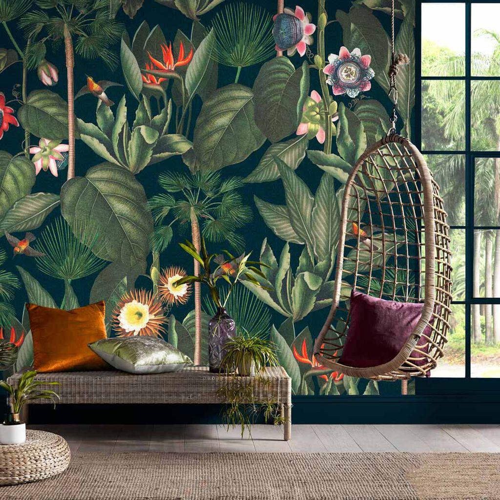 Behang met tropische planten en bloemen Graham Brown #behang #tropisch #planten