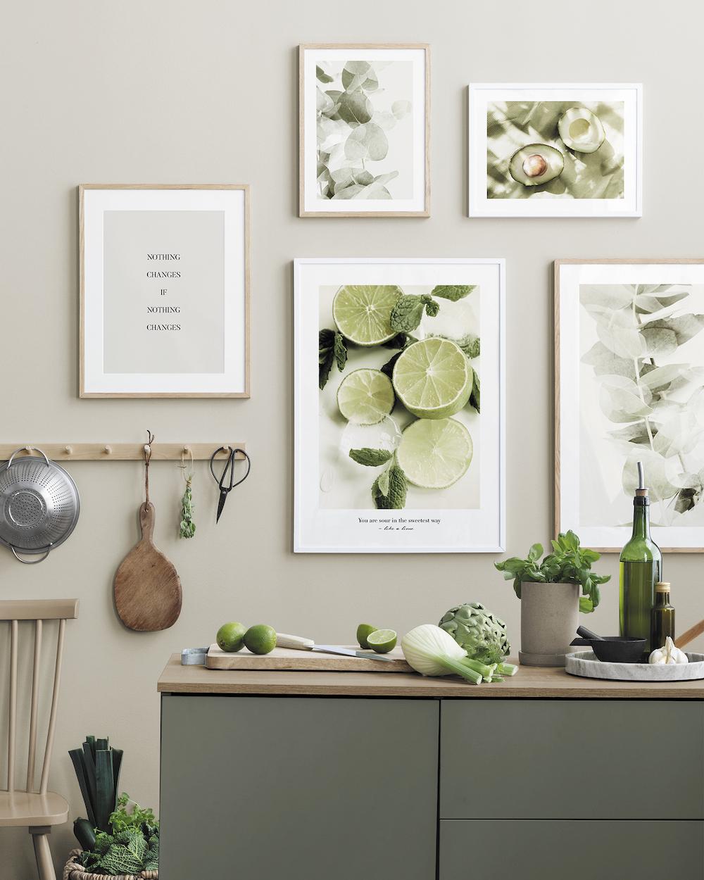 Groene keuken. Keukeninspiratie voor de wand #keuken #inspiratie #keukenidee #posters #groen #desenio