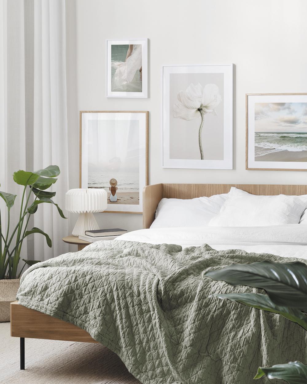Slaapkamer inspiratie. Posters aan de wand van Desenio #slaapkamer #groen #wanddecoratie #posters