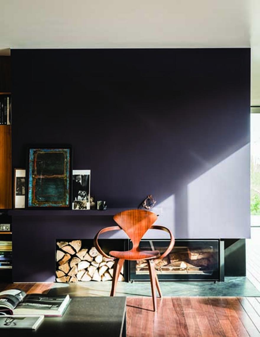 Nieuwe verfkleuren voor je interieur van Farrow & Ball: paean Black zwart met rood #interieur #interieurinspiratie #muurverf #kluer #farrowball