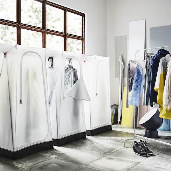 Kamperen inde kledingkast IKEA