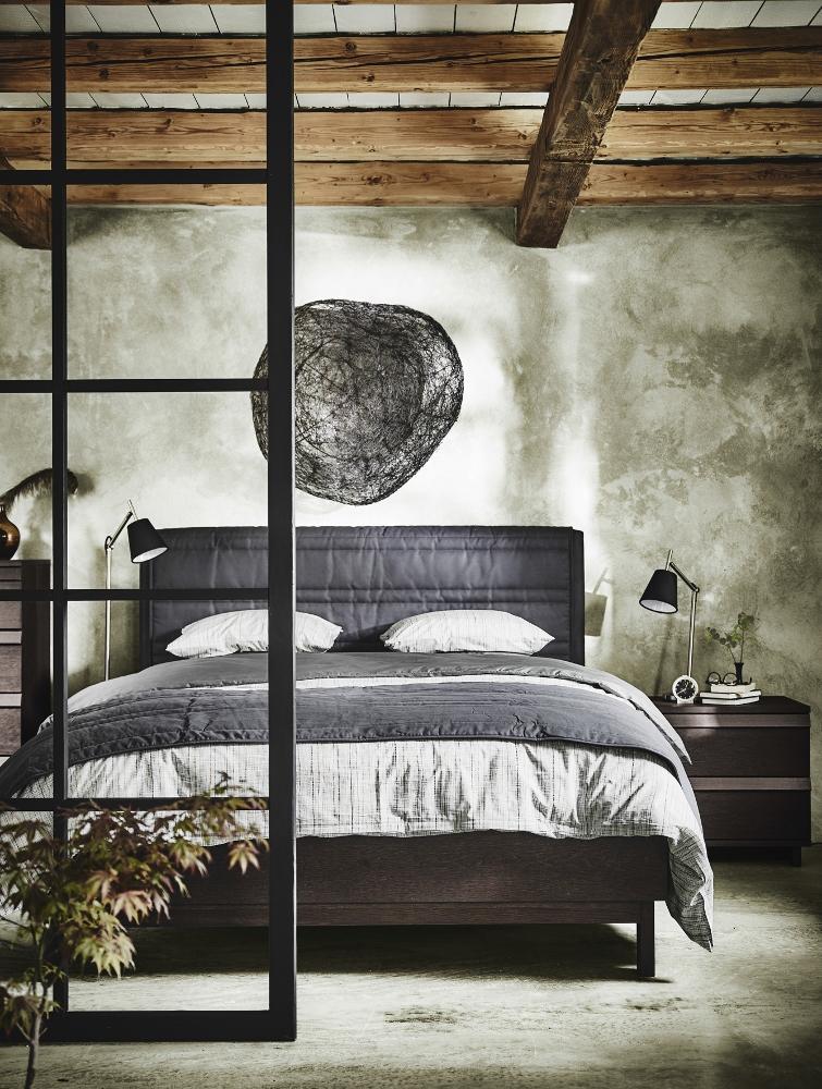 Slaapkamer met Oosterse sfeer - bed IKEA OPPLAND