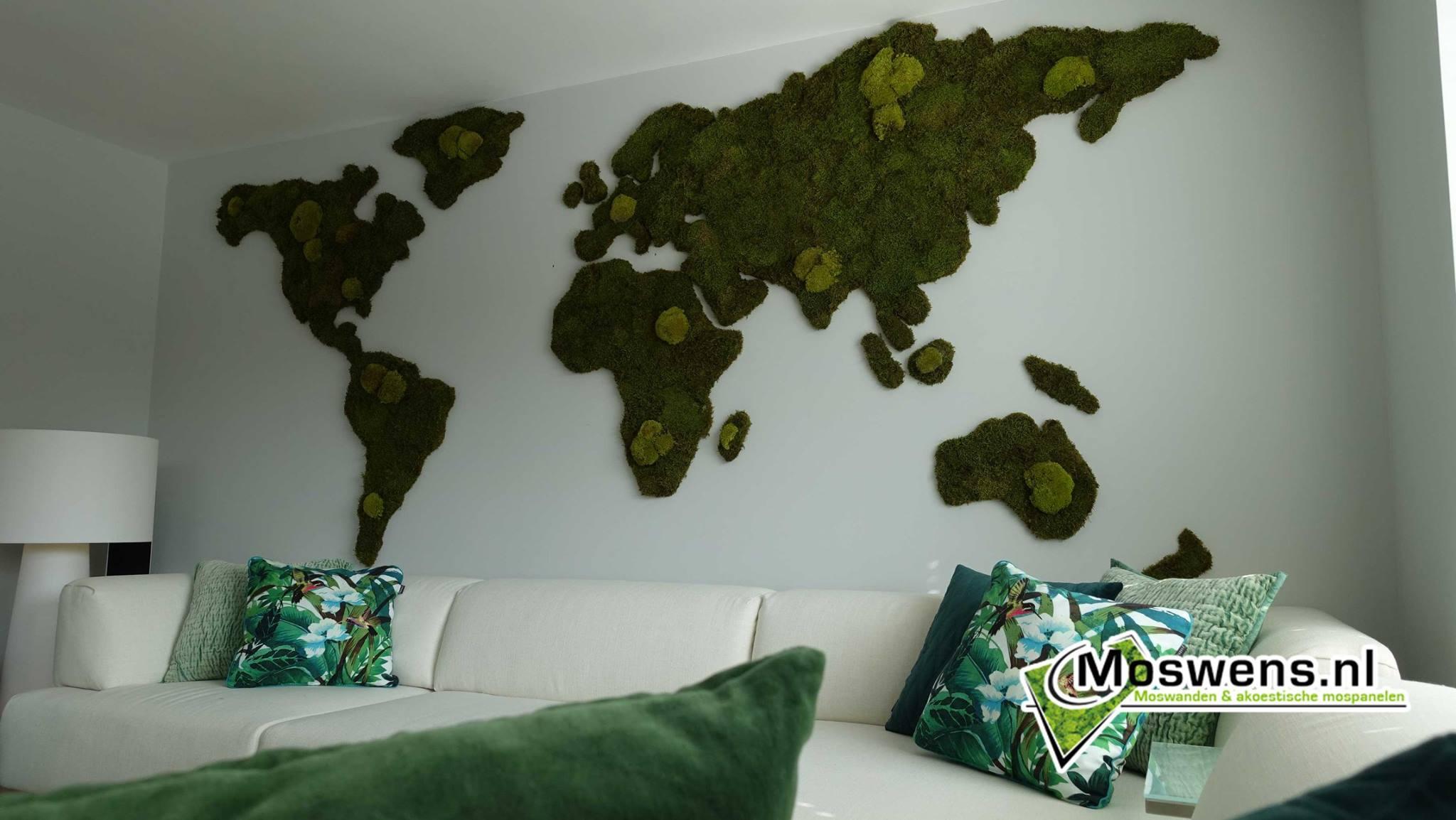 Groene wereldkaart aan de muur van Moswens #interieur #woonideeen #groen