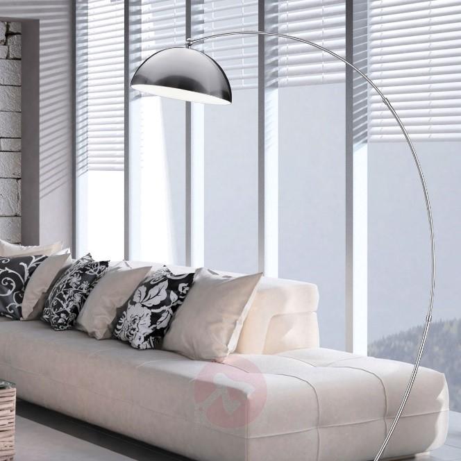 Vloerlampen. Verlichting voor een modern interieur. Tijdloze booglamp van metaal.#verlichting #vloerlampen #interieur