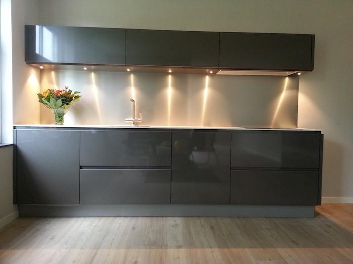 5X inspiratie voor moderne keukens. Grijze keuken hoogglans #keuken #keukeninspiratie