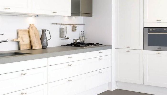 5X inspiratie voor moderne keukens. Witte keuken met klassieke touch #keuken #keukeninspiratie